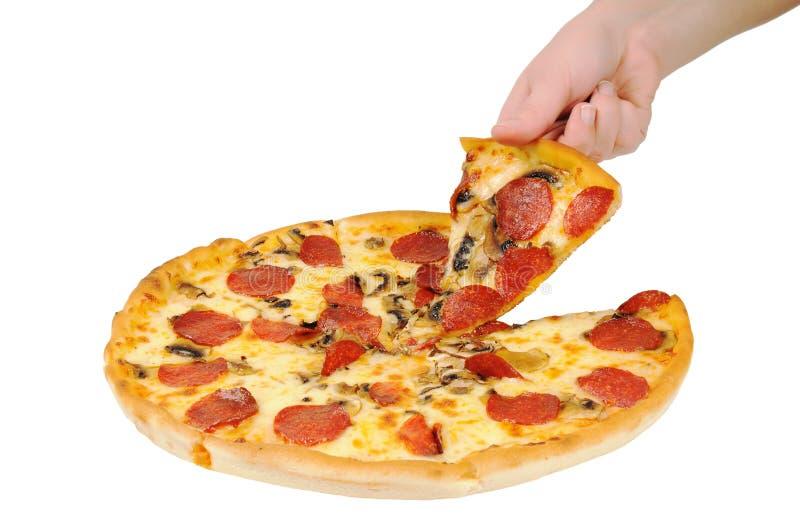 Uma pizza com pepperoni fotografia de stock royalty free