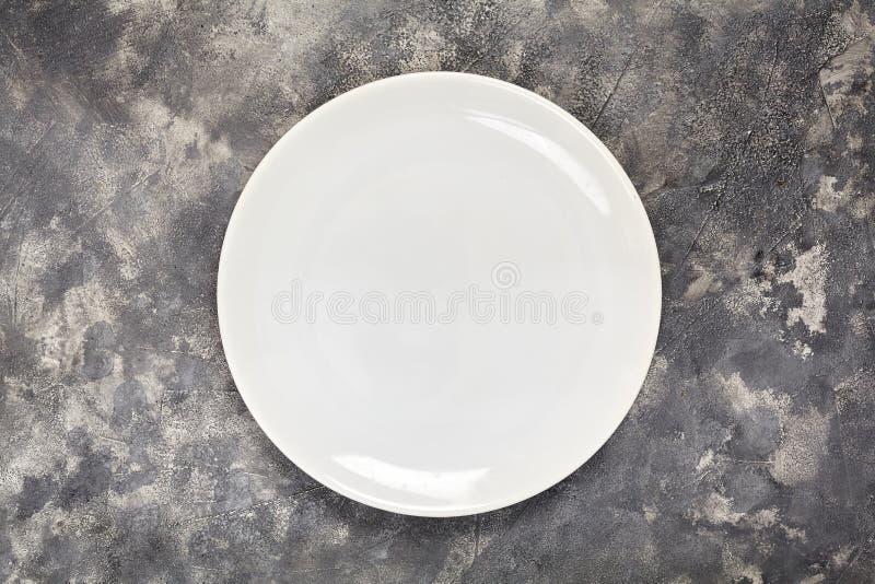 Uma placa branca Um objeto limpo Para o alimento Vista de acima Para seu projeto Textura imagem de stock royalty free