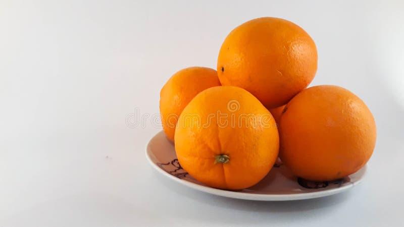 Uma placa das laranjas fotos de stock royalty free