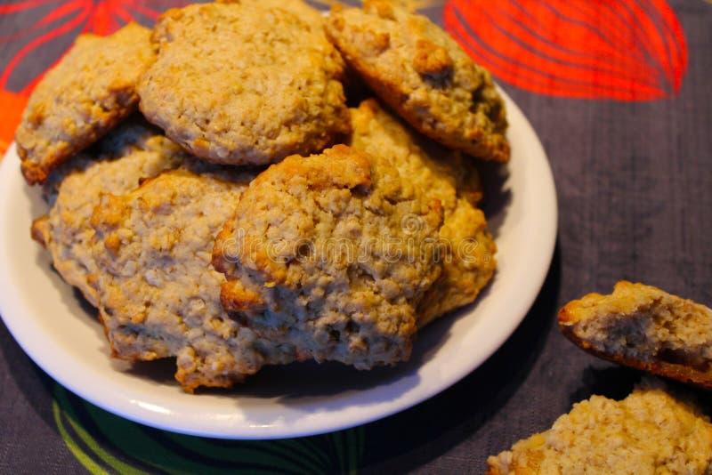 Uma placa de cookies deliciosas foto de stock