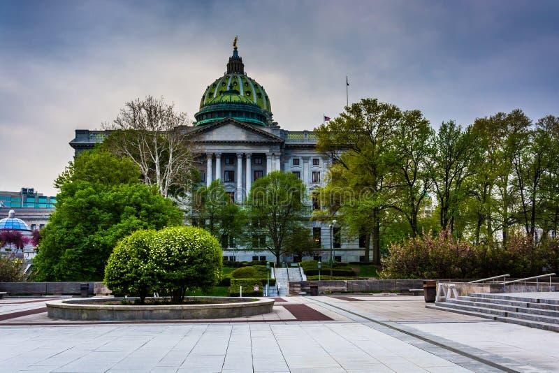Uma plaza e o Capitólio do estado em Harrisburg, Pensilvânia imagens de stock