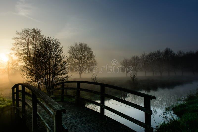 Uma ponte ao sol fotografia de stock