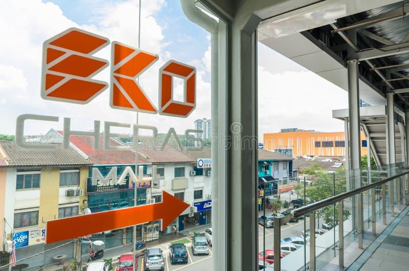 Uma ponte da relação conecta a alameda de Eko Cheras diretamente à estação do MRT Taman Mutiara imagem de stock