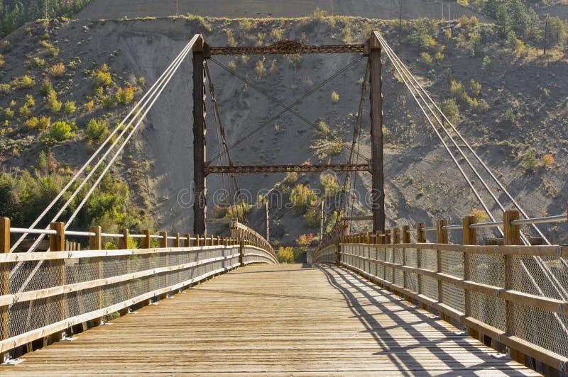 Uma ponte de madeira histórica imagens de stock royalty free