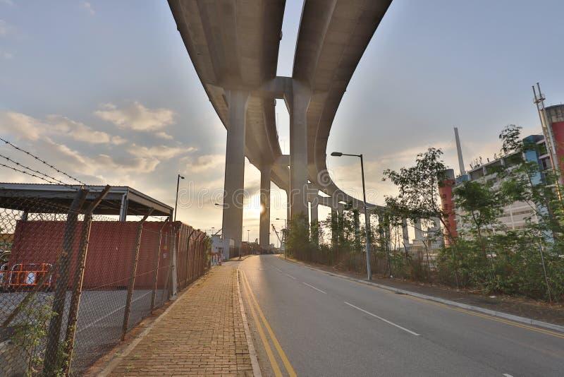 Uma ponte dos Stonecutters e a estrada do sha de Tsing imagem de stock