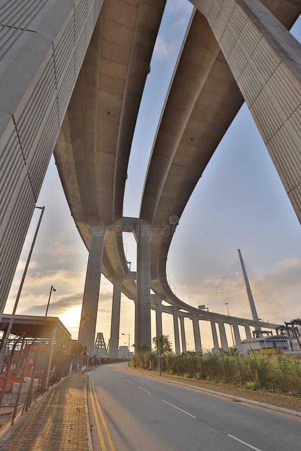 Uma ponte dos Stonecutters e a estrada do sha de Tsing imagens de stock royalty free
