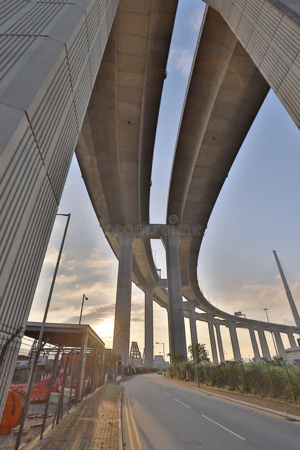 Uma ponte dos Stonecutters e a estrada do sha de Tsing fotografia de stock