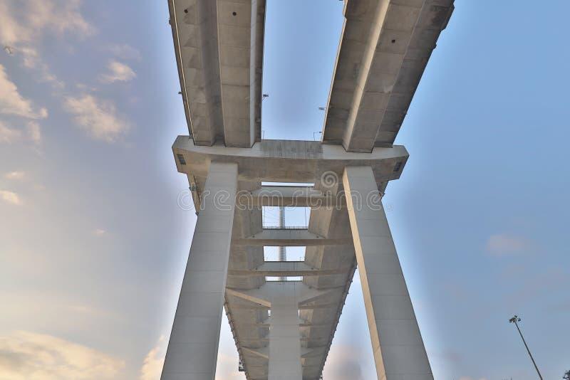 Uma ponte dos Stonecutters e a estrada do sha de Tsing foto de stock