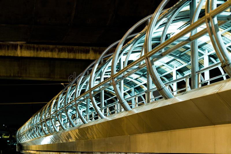 Uma ponte pedestre em Bangna, Tailândia fotografia de stock