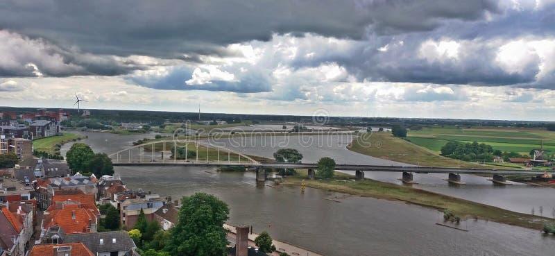 Uma ponte por Deventer foto de stock