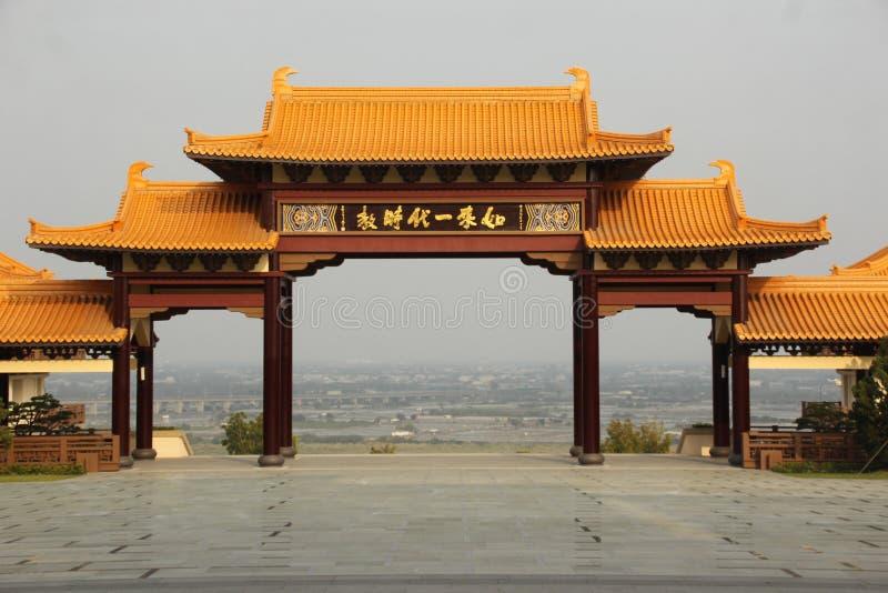 uma porta no estilo chinês fotografia de stock