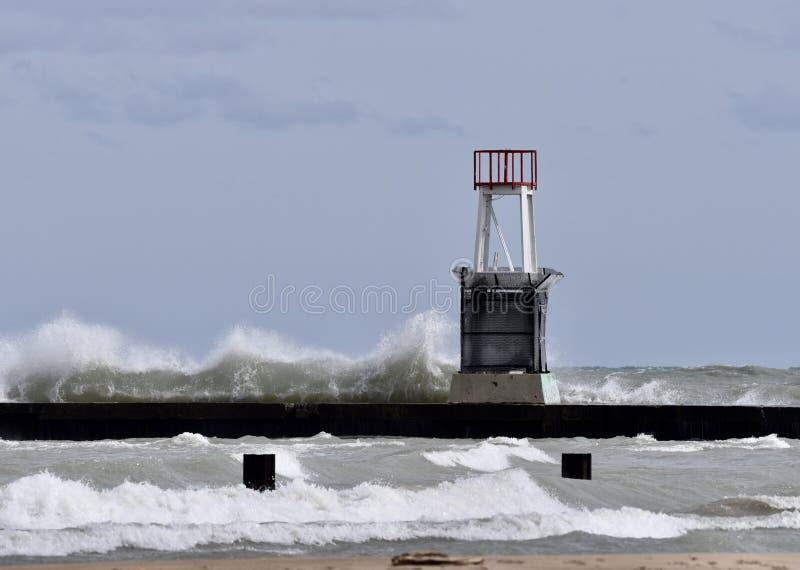 Uma praia tormentoso imagens de stock royalty free