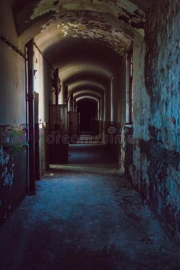 Uma prisão comunista que comemora atrocidades e práticas comunistas da tortura e que reforça a confissão foto de stock royalty free