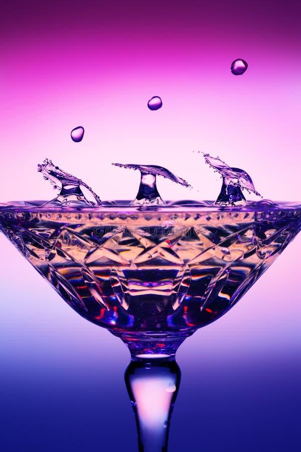 Uma queda de nove gotas da água, três colisões são criadas imagem de stock royalty free