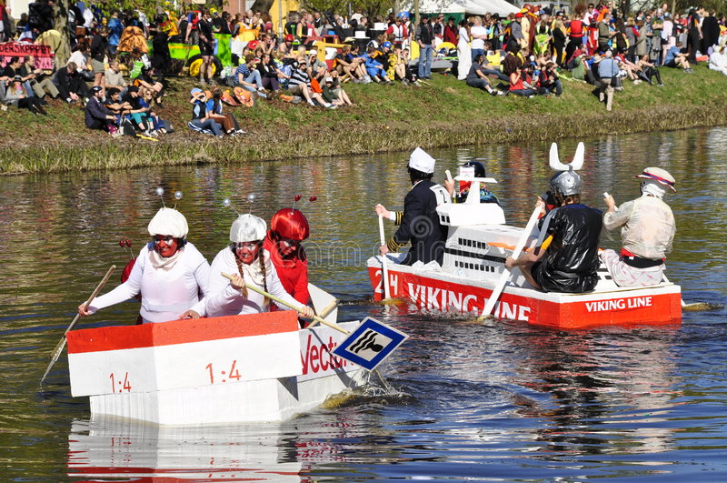 Uma raça de barco engraçada fotos de stock