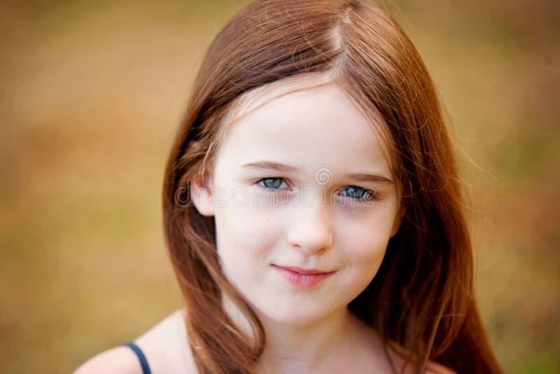 Uma rapariga bonita ao ar livre imagem de stock royalty free