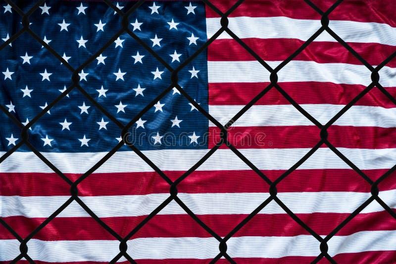 Uma representação simbólica dos imigrantes e dos Estados Unidos da América imagem de stock royalty free