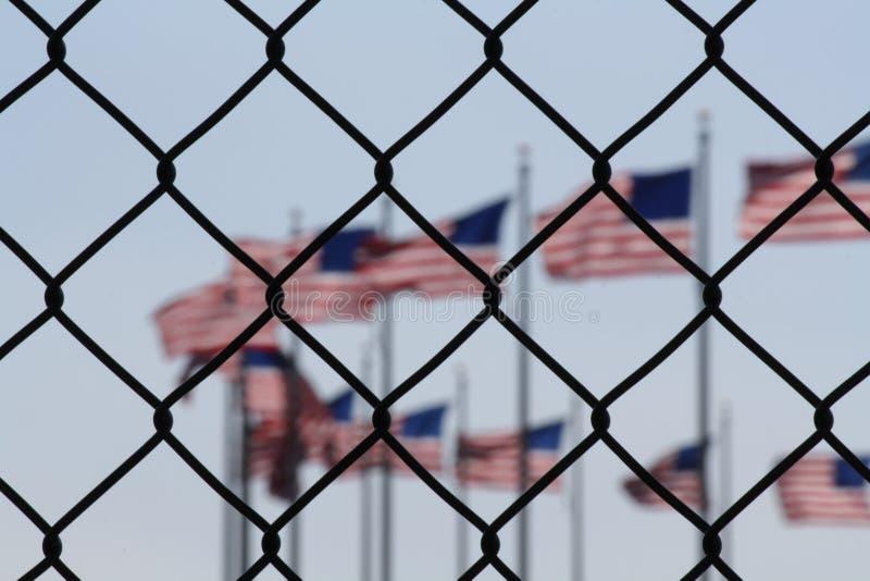 Uma representação simbólica dos imigrantes e dos Estados Unidos da América imagens de stock royalty free
