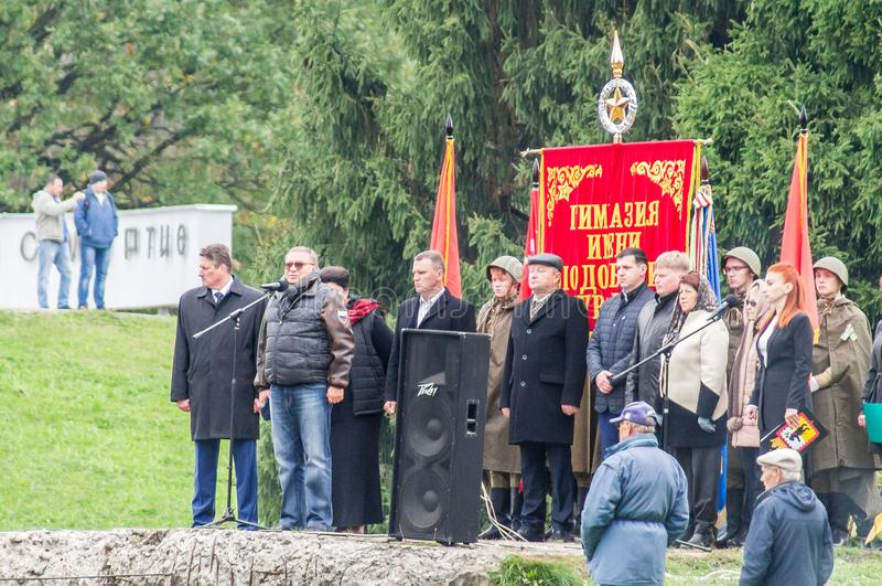 Uma reunião comemorativa como parte da reconstrução da batalha da guerra mundial 2 perto de Moscou imagem de stock