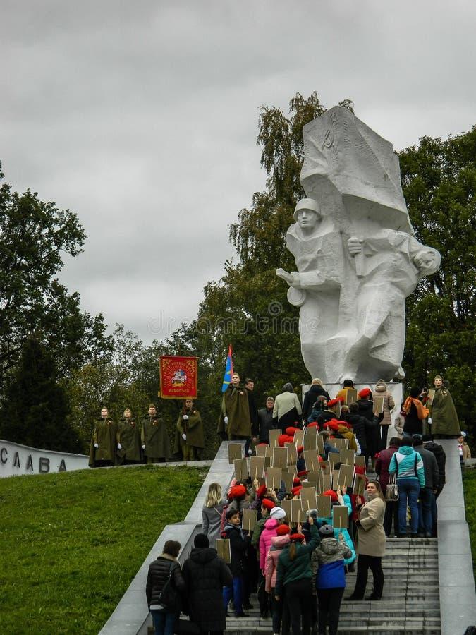 Uma reunião comemorativa como parte da reconstrução da batalha da guerra mundial 2 perto de Moscou fotografia de stock