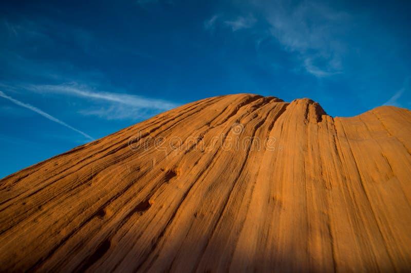 Uma rocha bonita do vale do monumento com céu azul acima fotos de stock royalty free