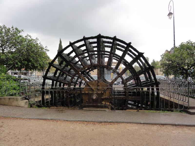 Uma roda de pá, com Ilha-no Sorgue - o França foto de stock