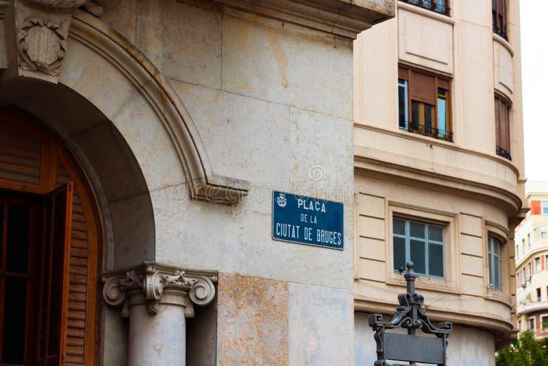 Uma rua assina dentro Valência, Espanha foto de stock royalty free