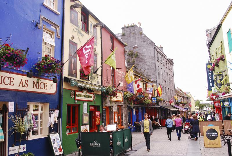 Uma rua bonito em Galway imagens de stock royalty free