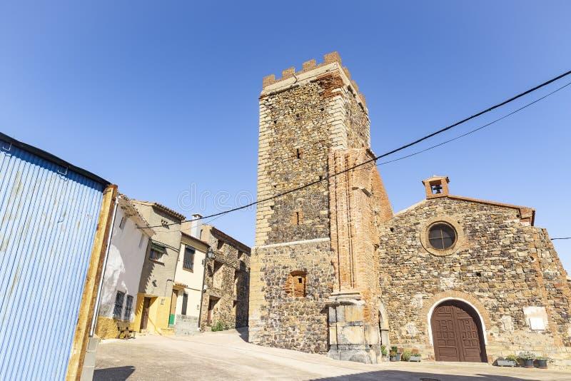 Uma rua e a igreja na vila de Badenas foto de stock royalty free