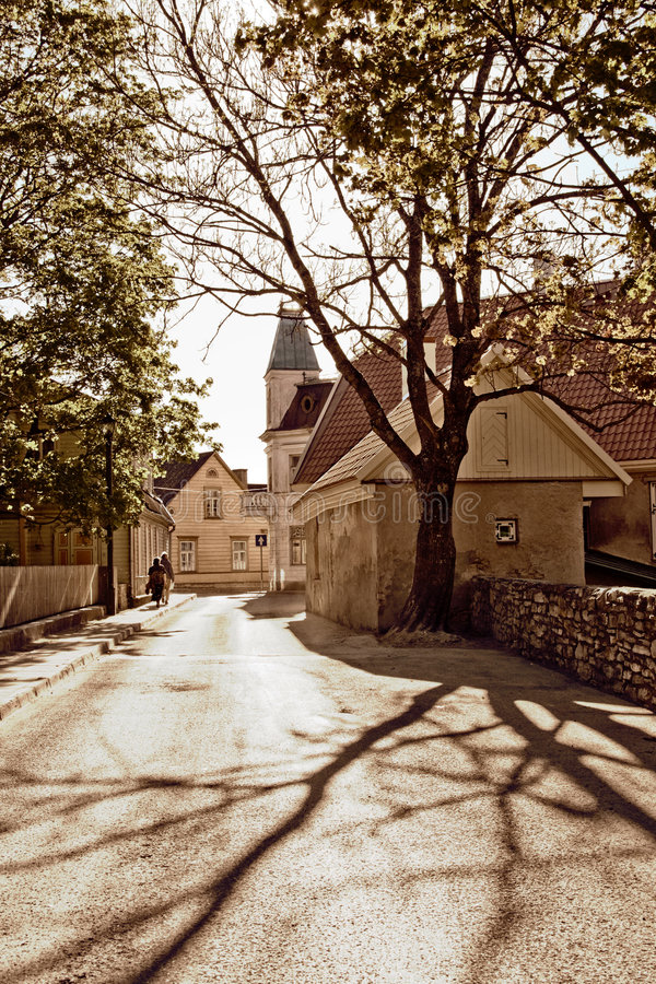 Uma rua em uma cidade pequena foto de stock