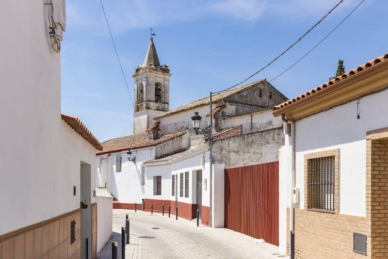 Uma rua na cidade de EL Real de la Jara fotografia de stock royalty free