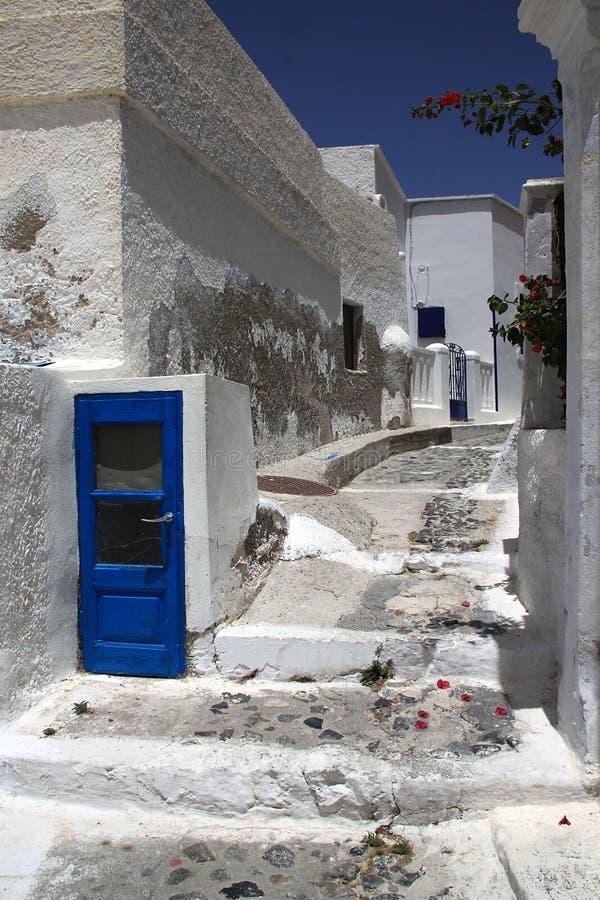Uma rua na Creta, Grécia, no tempo da sesta foto de stock royalty free