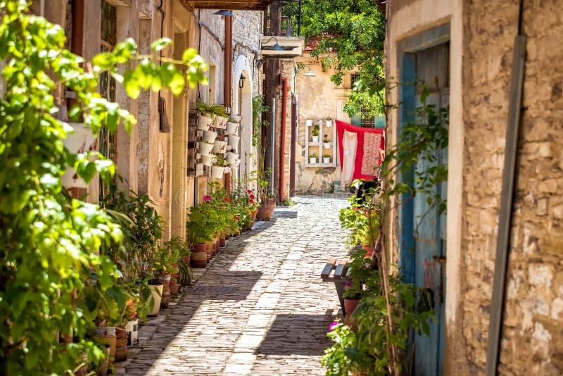 Uma rua quieta em uma vila velha de Pano Lefkara Distrito de Larnaca, Chipre fotos de stock royalty free