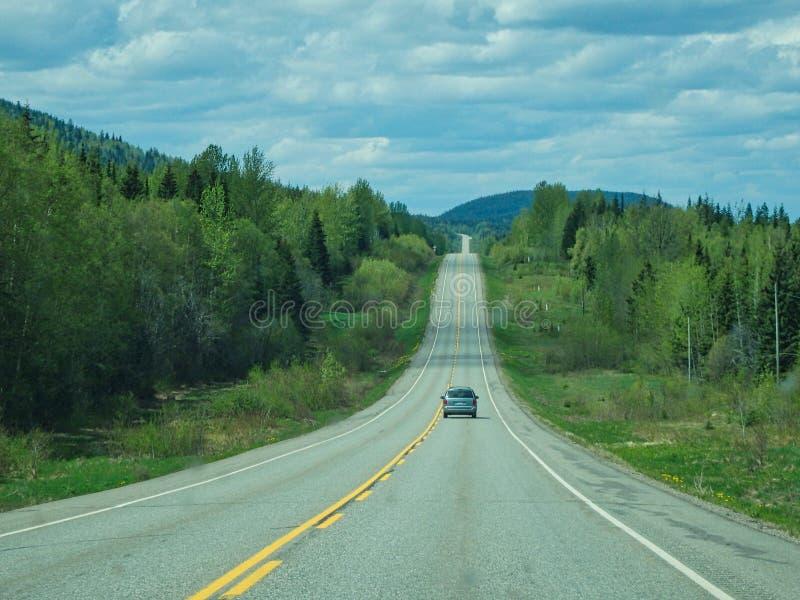 uma rua só nas montanhas fotografia de stock