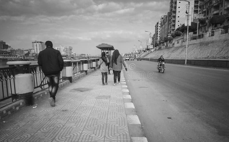 uma rua velha, cidade do mansoura, Egito imagens de stock royalty free