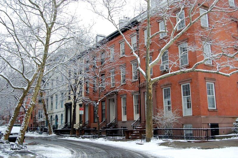 Uma rua velha em alturas de Brooklyn, New York City imagem de stock royalty free