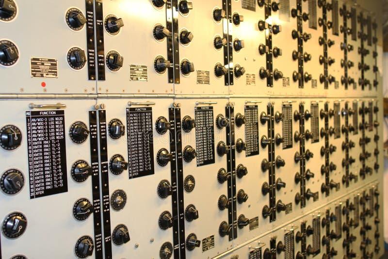 Uma sala velha do rádio do navio imagem de stock