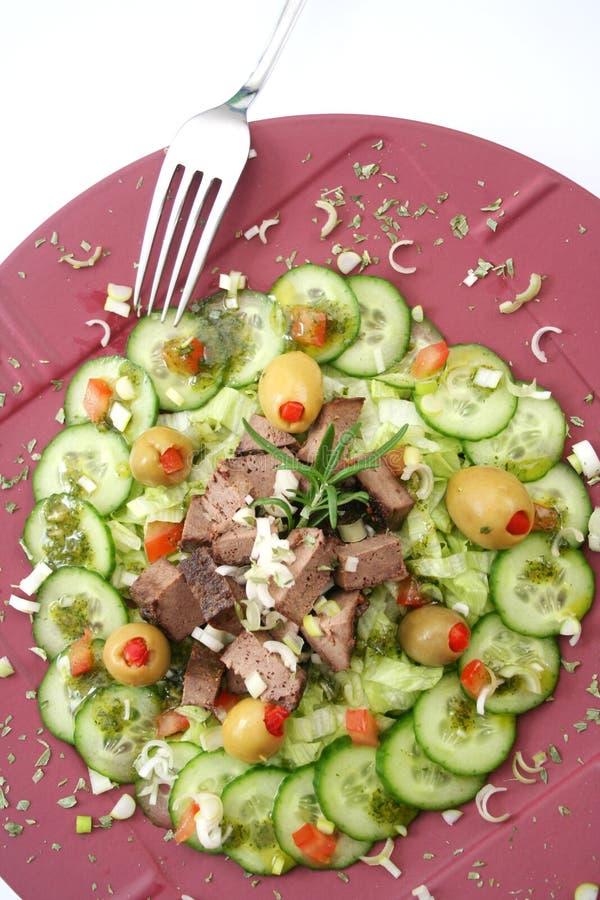 Uma salada fresca com fígado fotos de stock royalty free