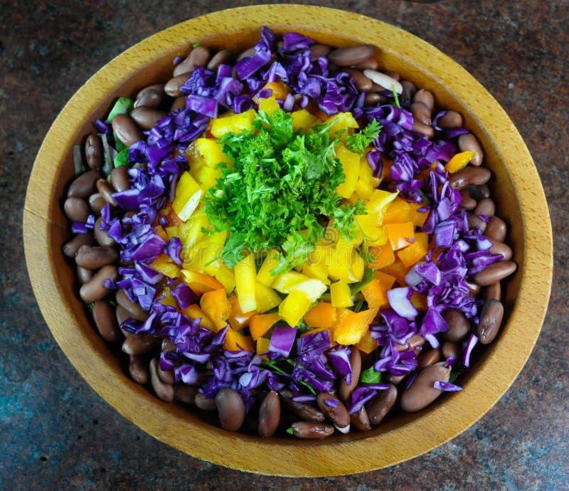 Uma salada grande, fresca, saudável agradável foto de stock