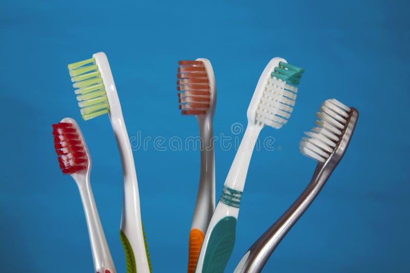 Uma seleção dos toothbrushes imagens de stock royalty free