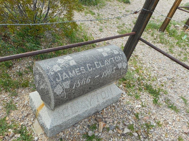uma sepultura em um rancho de um vaqueiro fotos de stock