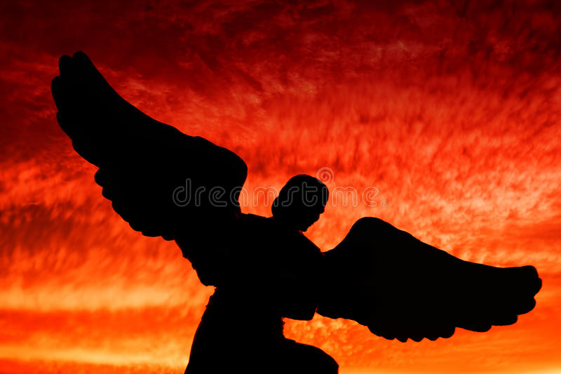 Uma silhueta do anjo fotos de stock