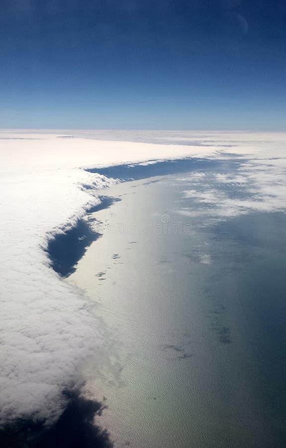 Uma sombra debaixo das nuvens imagens de stock