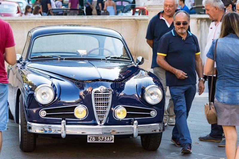 Uma sprint 1900 super de Alfa Romeo C (1955) em uma exposição dos carros do vintage em Ancona, Itália foto de stock royalty free