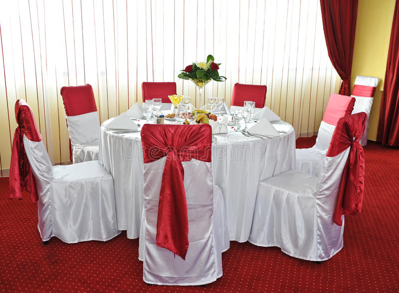 Uma tabela bonita do feriado. Arranjo do casamento imagem de stock royalty free