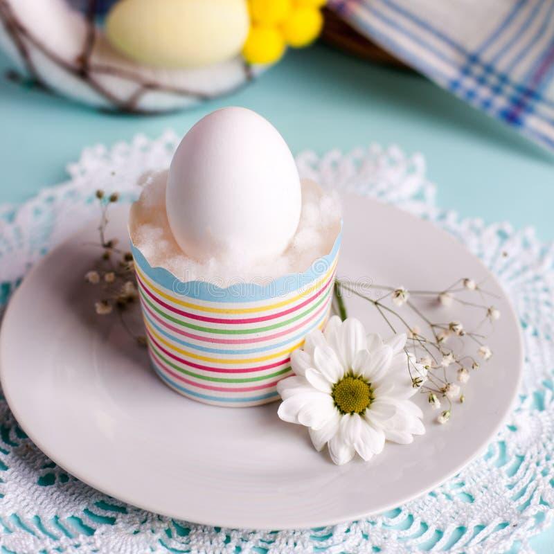 Uma tabela festiva da Páscoa, uma manhã clara, um café da manhã festivo cristão tradicional imagem de stock
