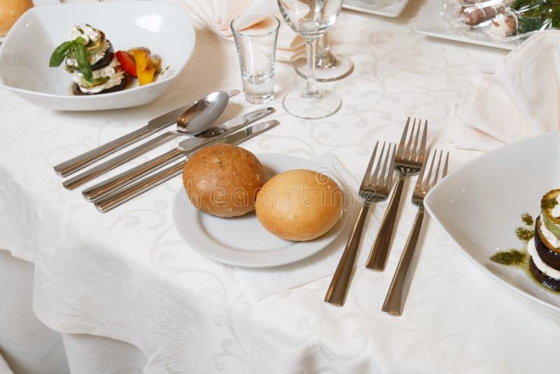 Uma tabela festiva no restaurante fotografia de stock royalty free