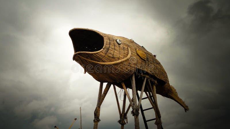 Uma torre da vigia na fôrma de um peixe fotos de stock royalty free
