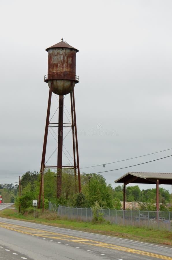 Uma torre de água em Geórgia rural fotografia de stock royalty free