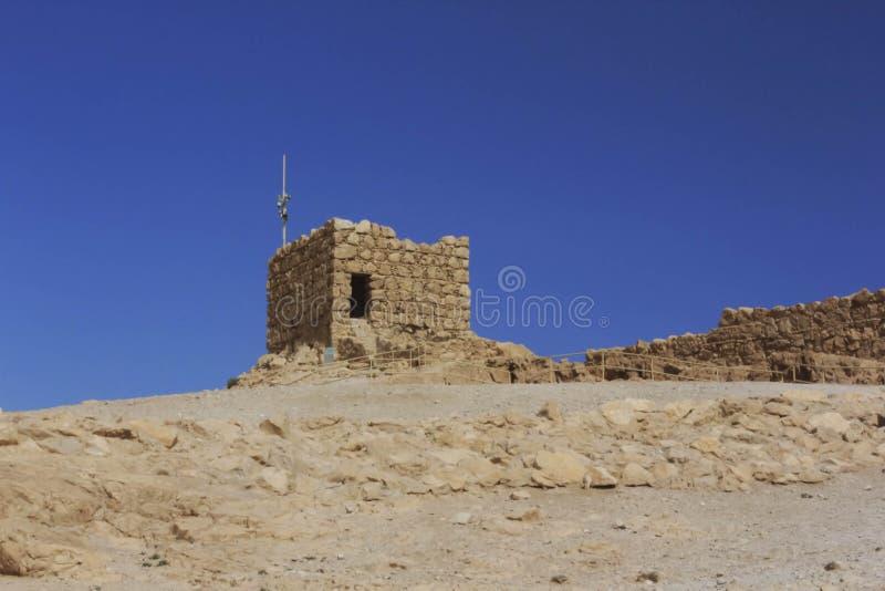 Uma torre do relógio sobre Masada imagem de stock royalty free